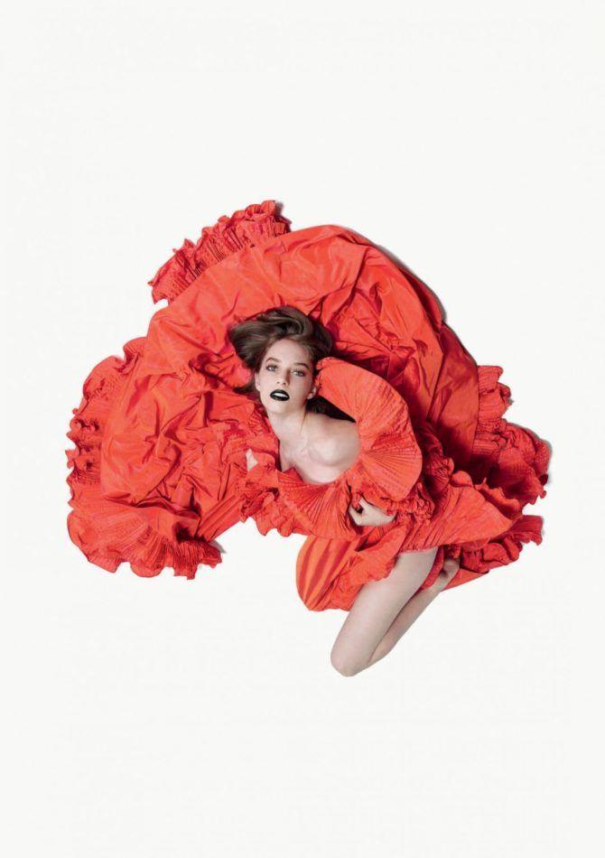 Майя Хоук фотография в красном платье
