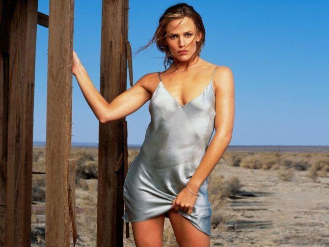 Дженнифер Гарнер фото в голубой сорочке