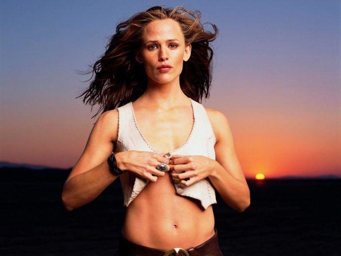 Дженнифер Гарнер фотография в белой жилетке