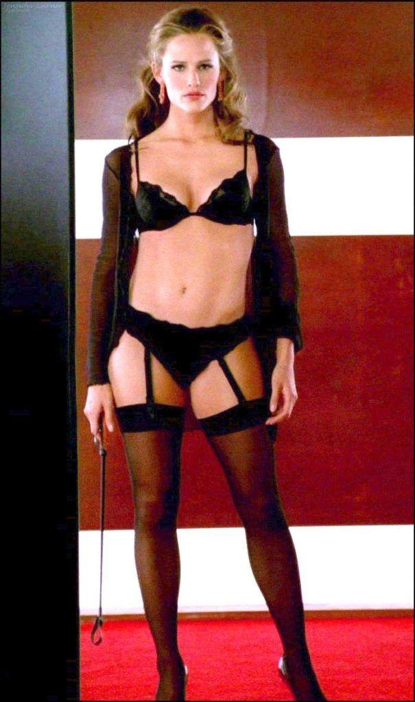 Дженнифер Гарнер кадр в чёрном нижнем белье