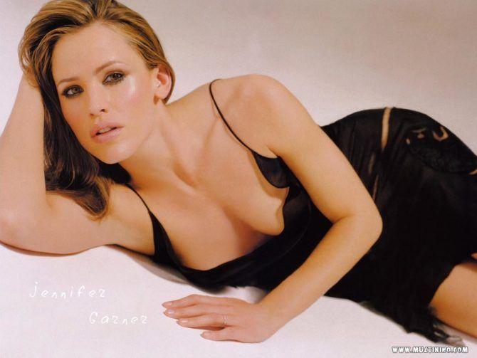 Дженнифер Гарнер фотосессия в чёрном платье