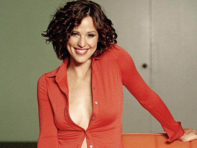 Дженнифер Гарнер фото в красной блузке