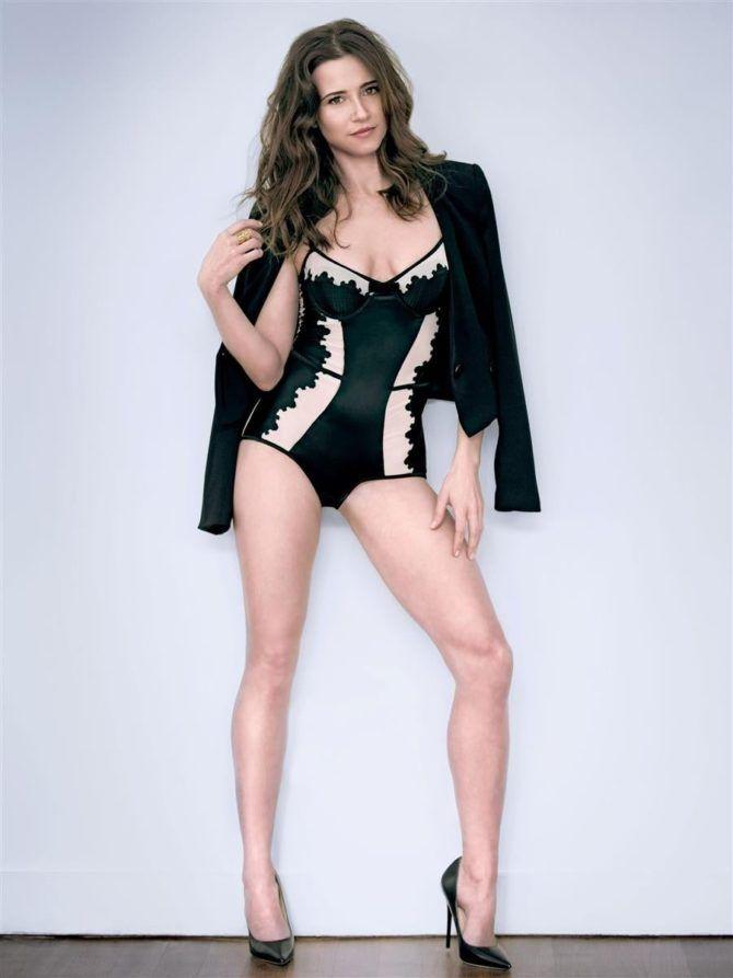 Линда Карделлини фото в красивом боди и пиджаке