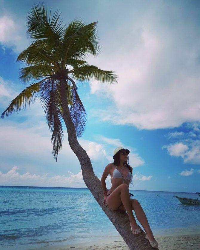 Аделина Мандарина фото на пляже в пальмой