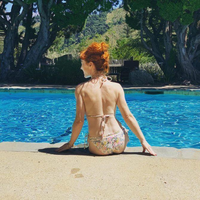 Рут Коннелл фото в бикини в инстаграм