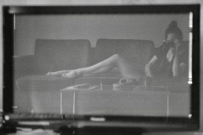Конор Лесли  чёрно-белое фото в инстаграм