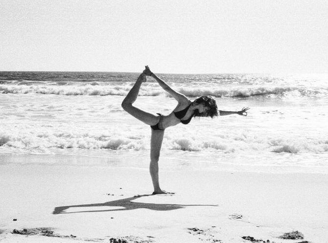 Конор Лесли  фотография в бикини на пляже
