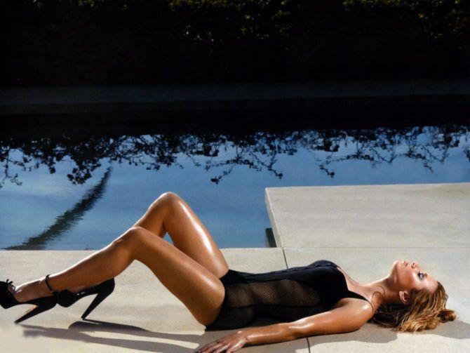 Линда Карделлини фотография в чёрном купальнике
