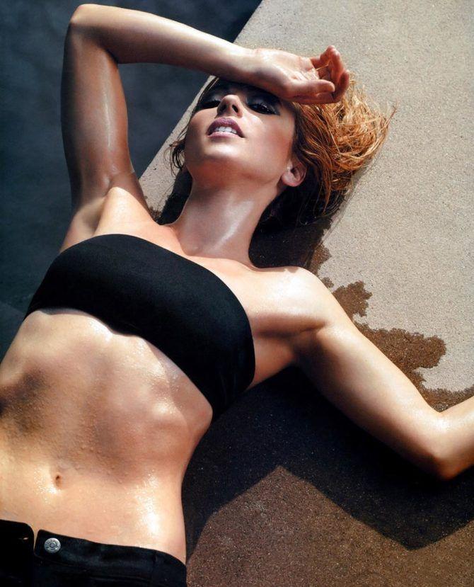 Линда Карделлини фото в чёрном бикини