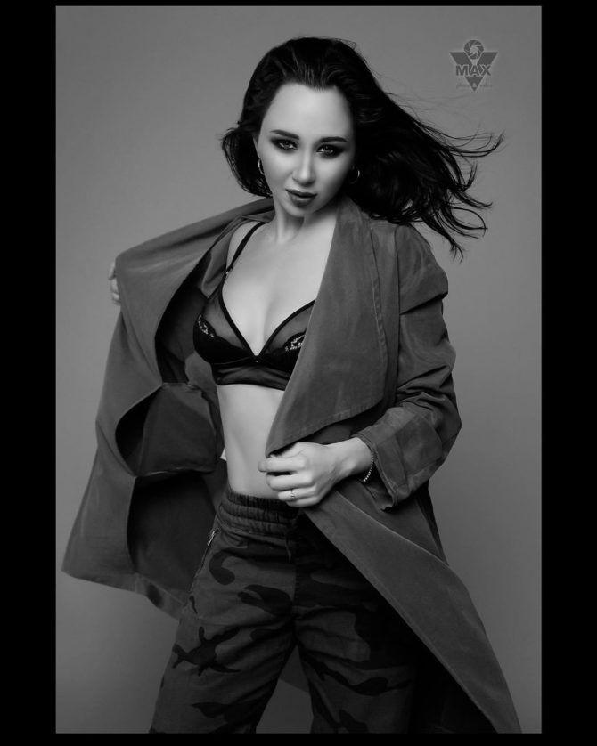 Елизавета Туктамышева чёрно-белое фото в нижнем белье