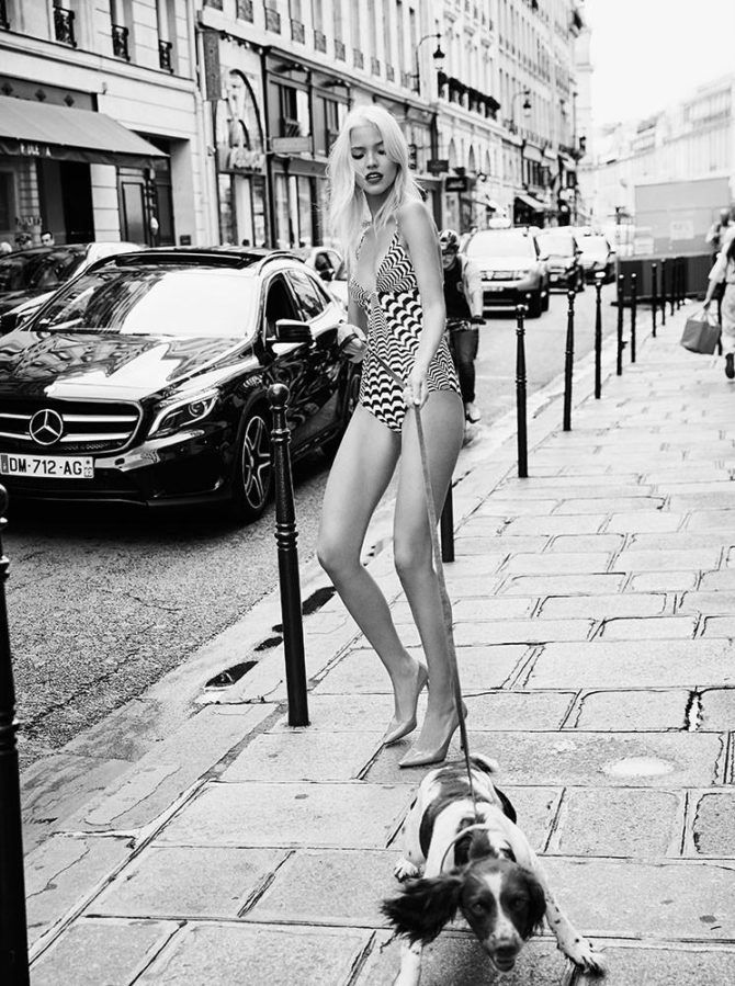 Саша Лусс фото в купальнике с собакой