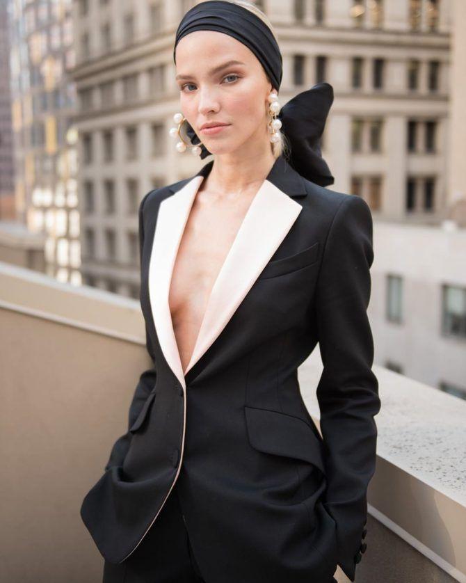 Саша Лусс фото в чёрном пиджаке