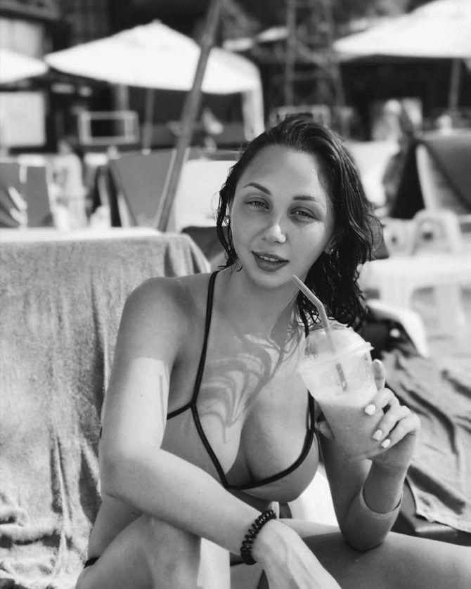 Елизавета Туктамышева фотография в бикини на пляже