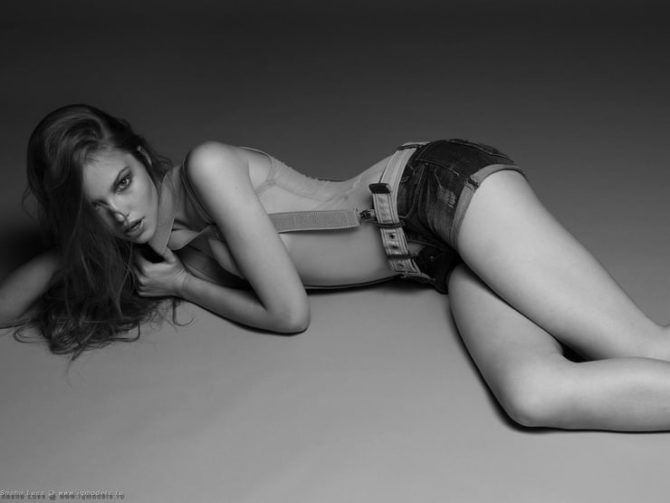 Саша Лусс фото в шортах на подтяжках