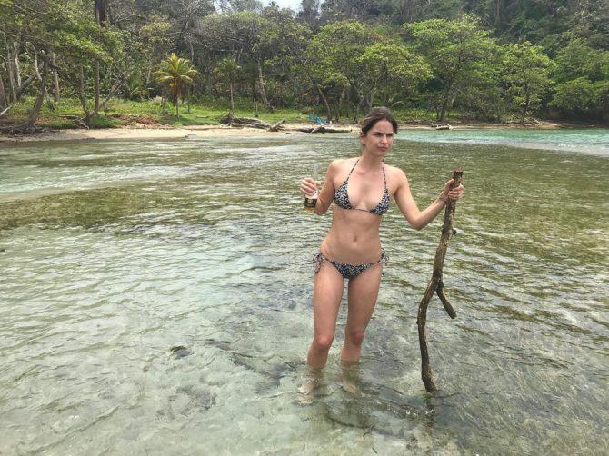 Шелли Хенниг фото в озере