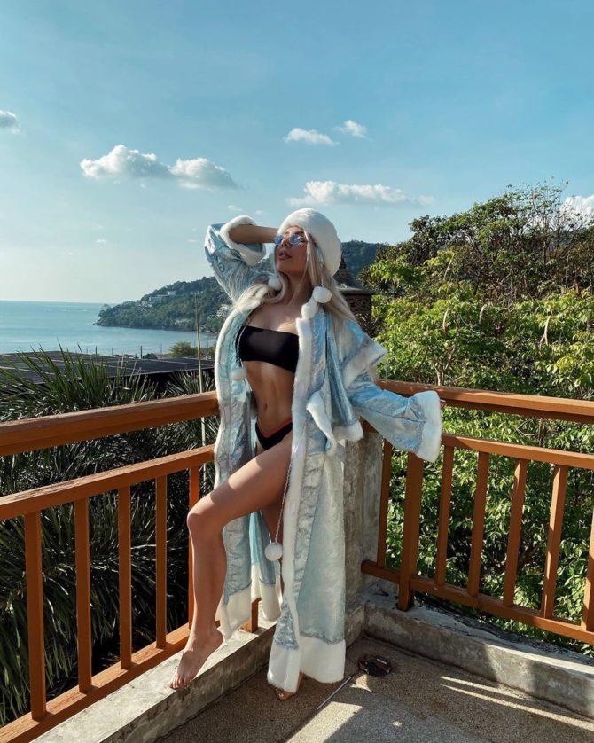 Карина Лазарьянц фотография в бикини на балконе