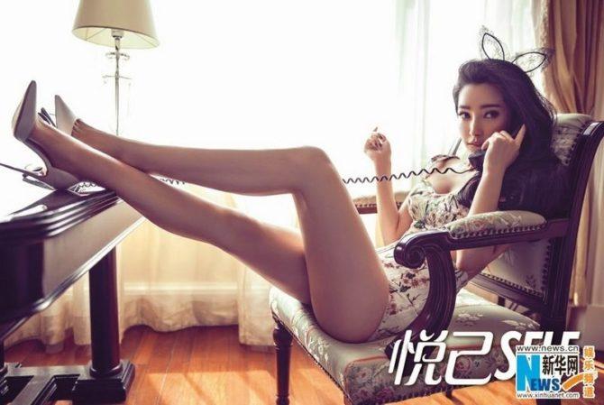 Ли Бинбин фотосессия на кресле с телефоном