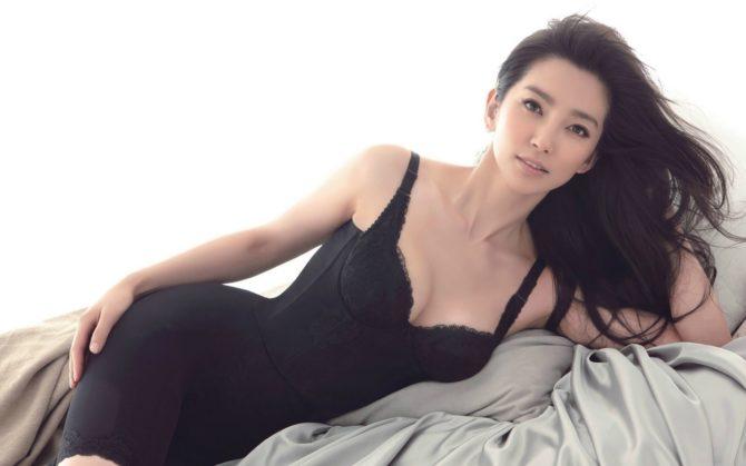 Ли Бинбин фото в чёрном белье