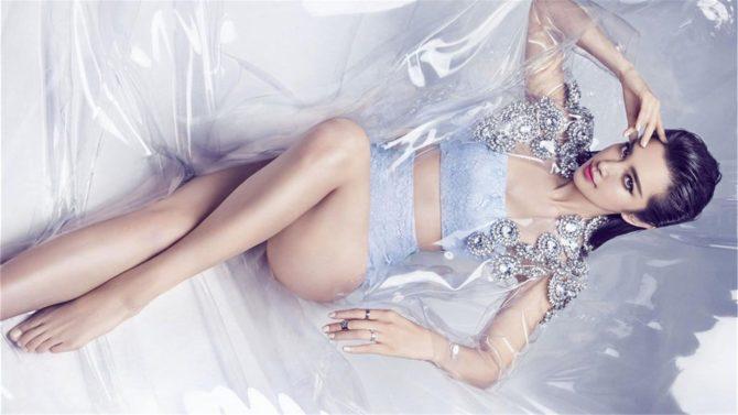 Ли Бинбин фото в сером комплекте