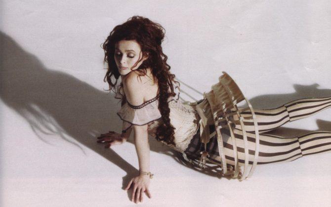 Хелена Бонем Картер фото в оригинальном костюме